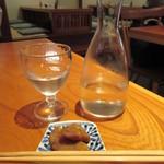 丸一そば屋 - 日本酒(一合) 650円