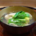 83948200 - ◆蛤のお椀 余計なものは加えず蛤の旨みだけだそうですが、いい味わい。