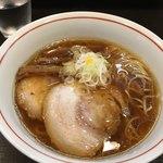 らーめん颯人 - 料理写真:しょうゆらーめんヽ(*´∀.`)b⌒☆¥850円