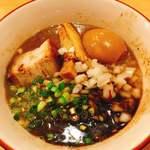 いいづか - ディナータイム:煮干しソバ ブラック 900円 味玉 100円追加