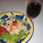 83957136 - Salad&Wine