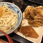 丸亀製麺 - ぶっかけ(並)(冷)、野菜かき揚げ、いなり