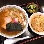 松坂屋食堂 - 料理写真:ラーメンチャーハンセット(850円)