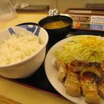 松屋 -   熟成チルド豚ロースの  厚切りポークステーキ定食  ~柑橘風味のBBQソースがけ~690円