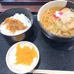 大津サービスエリア 上り線 フードコート - 2018年3月 京風うどんちりめん山椒ご飯(790円)