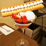 ジェラート専門店 SUGITORA - 苺とエクレアのパフェ