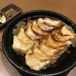 83974481 - ・二代目焼餃子  1人前(6個)¥277                       「カツオダシ」と「ガーリック