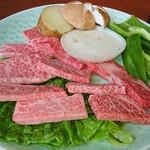 焼肉のリッチ - ¥1500のランチ、見てこの肉質!