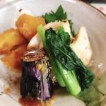 キッチン食堂 城山 - 料理写真:煮物炊合せ(鶏胸チャーシュー煮・大根べっこう煮・揚じゃが味噌煮等)