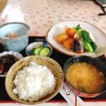 キッチン食堂 城山 - 煮物炊き合わせ定食
