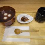 おかゆ専門店・甘味処 なつかし館 蔵 - 冷やし白玉おしるこ(450円)