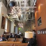 ワイアードカフェ ニュース - 店内 天井が高いですね!