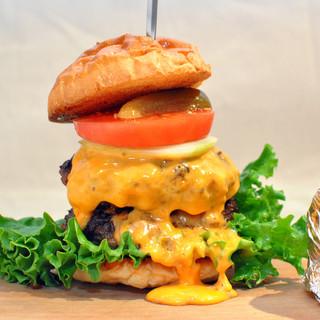当店名物!!鉄板で焼き上げる本格ダブルチーズバーガー
