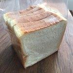 83981134 - 食パン 6枚切りになってます