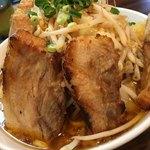 麺歩 バガボンド - 料理写真:力島 w/炙りチャーシュー 野菜マシマシ(930円)
