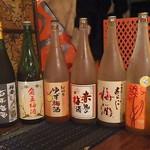 ラトゥー・マーケット・プレイス - 種類豊富な梅酒。他にもいろいろあります。