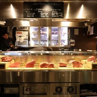 【卸問屋直営店】お肉が並ぶ圧巻のショーケース!