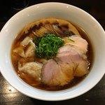 らぁ麺 すぎ本 - 「醤油らぁ麺」750円+「ワンタントッピング(2個)」100円