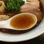 らぁ麺 すぎ本 - 力強いスープ