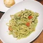 トラットリア グーフォ - 豚トロ、レンコン、グリル茄子のバジルクリームソーススパゲッティ