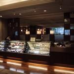 ケーキ&ベーカリー ジュリー - ホテルグランドパレス1階に入っています