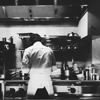 本場フランスの星付きの有名店などで培った料理の腕前は、一流。
