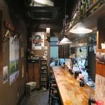 釧路食堂 - 渋いカウンター