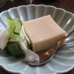 Chikyuuya - 胡麻豆腐(添えられているのはカブとキュウリの浅漬け)