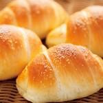 Tommy Boulanger - 料理写真:浜比嘉島で作られた100%海水塩の「浜比嘉塩」を使用した塩パン