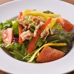 トラットリア・クラウディア - 有機野菜とクルミのサラダ