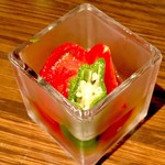 ぽんしゅや三徳六味 - お通し。フルーツトマトのおひたし。