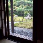 嵯峨野 - 部屋から庭を眺めると・・・