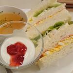 喫茶室ルノアール - モーニングセット、たしか「Sセット(190円)」。美味しかった~。シャバの味を堪能(笑)