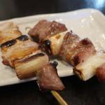 やきとりひびき庵  - 料理写真:特選かしら、黒豚やきトン