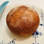 オオハラ エ シーアイイー - 焼きたてパン。なくなると絶妙なタイミングで補充してくれる。