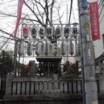 Koume - 神社の真ん前。