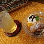 ワルン ジャムカレット - セットのフルーツジュース、ピサンゴレン