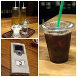 84026487 - レジで先に支払いを済ませるシステムで、ドリンクはその場で渡されます。 ランチ時はセットドリンクが150円ですので「アイスコーヒー」を。