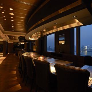 30階から東京の景色を望みながら目の前で匠の技を