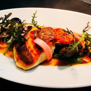 【本日の鮮魚料理】鯛のポワレ~ムール貝のソース~♪