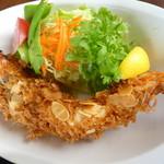 ファミリーレストラン ニューあぶくま - 有頭海老のフライとサラダ