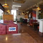 ファミリーレストラン ニューあぶくま - 昭和の雰囲気漂う店内