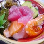 奥武島いまいゆ市場 - 料理写真:海人丼 800円