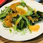 お野菜カフェ8 - 野菜サラダも適量☆新鮮な野菜でとってもドレッシングが美味しいデス