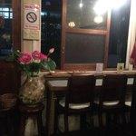 ゴンゴン - 店内 カウンターあります。