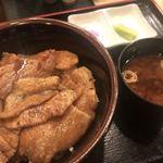 ぶたや 一歩一歩 - 豚丼 普通サイズ