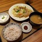 やよい軒 - 料理写真:肉野菜炒め定食 690円