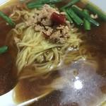 福運來 - ☆台湾ラーメン。醤油系のピリ辛スープと、豚肉のそぼろ?とニラが合います。にんにくの風味も食欲を刺激します♪
