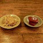魚津屋 - 料理写真:牛蒡と赤コンニャク