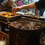 84047627 - 醤油煮込みの鍋UP